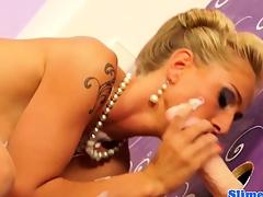 Dionne Darling has creamy lesbo fun